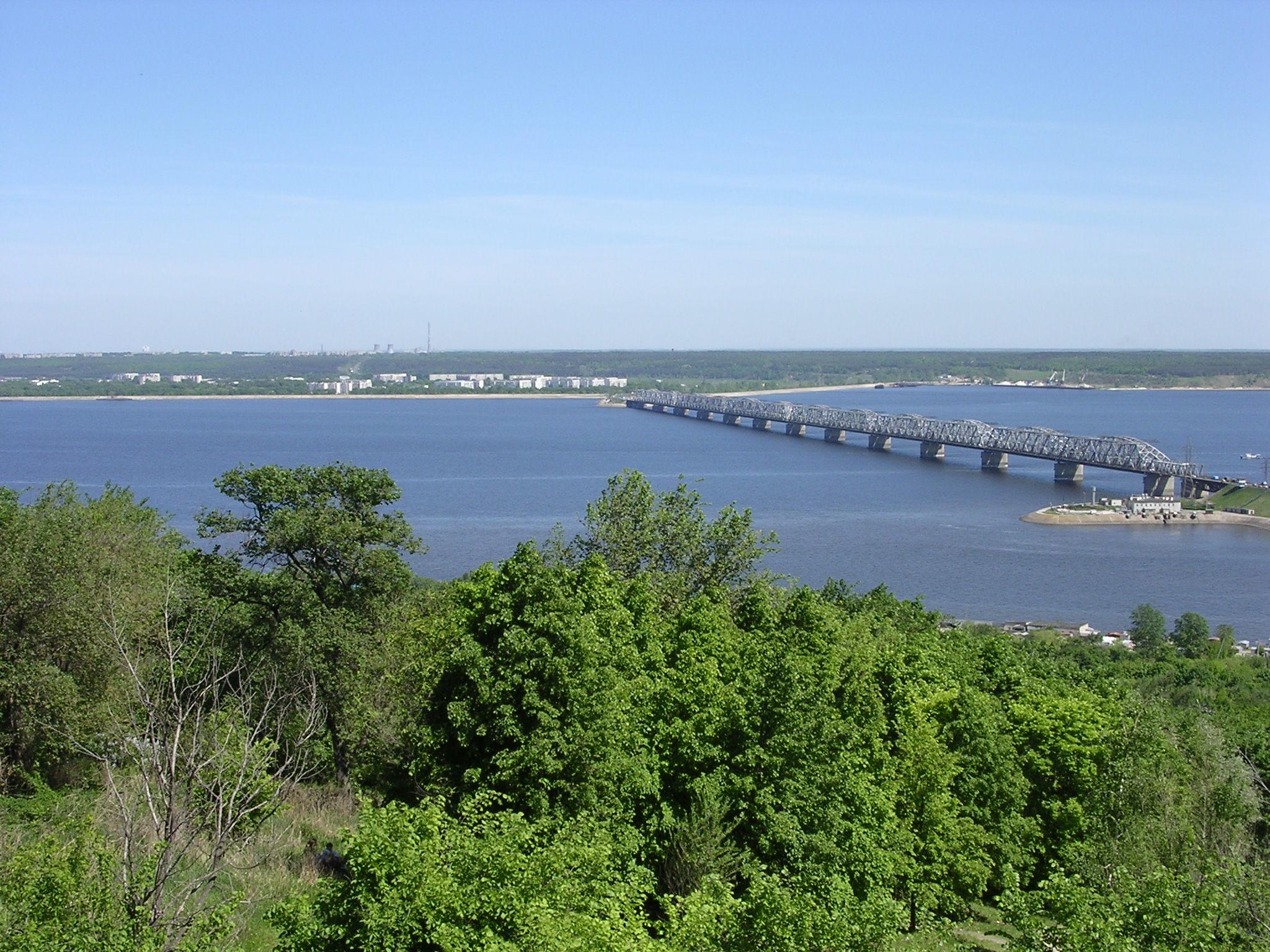 http://upload.wikimedia.org/wikipedia/commons/8/89/Volga_Ulyanovsk-oliv.jpg