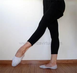 http://www.danzavirtual.com/images/battement-degage-devant-croisse-ballet.jpg
