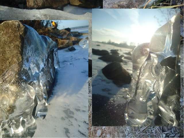 Где речка золотом играла, Ведя беседу с камышом, Теперь лежит там лёд хруста...