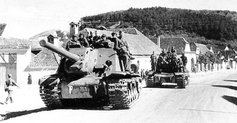 Самоходные артиллерийские установки ИСУ-152 и ИСУ-122. Военное дело. Техника.