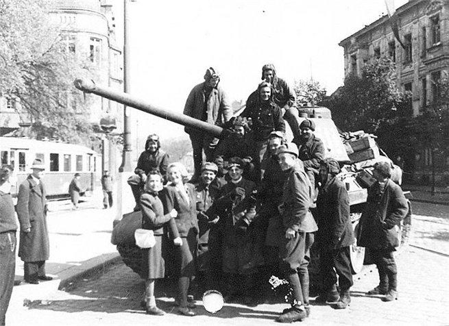 Женщины освобождённой Европы глазами советских солдат и офицеров СПЛЕТНИК