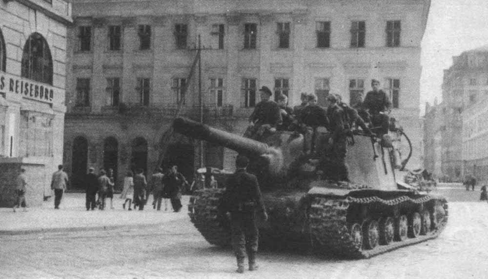 http://www.aviarmor.net/tww2/photo/ussr/isu-152/isu152_27july44_lvov_1.jpg