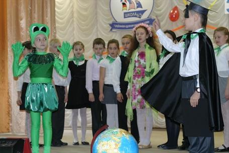 Школьный экологический праздник завершился флэш-мобом