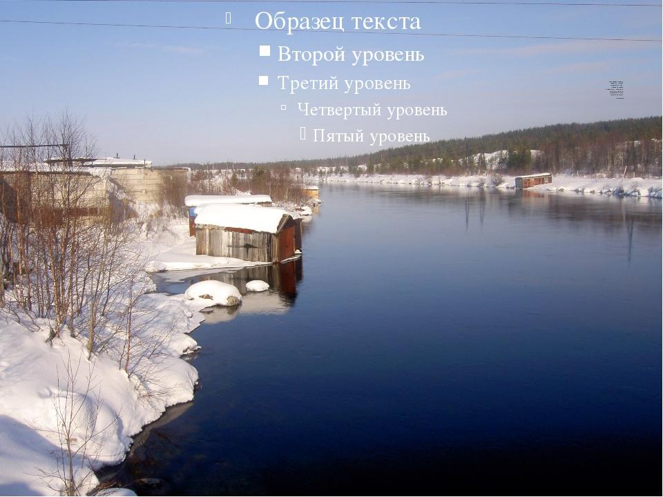 Маленький городок. Северный городок. Выцветшая луна. Северная Двина. Рябь те...
