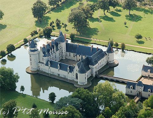 Замок Плесси-Бурре с высоты птичьего полета