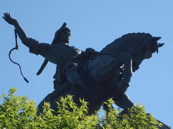 http://nashural.ru/Goroda_i_sela/images/pamyatnik-salavatu-3.jpg