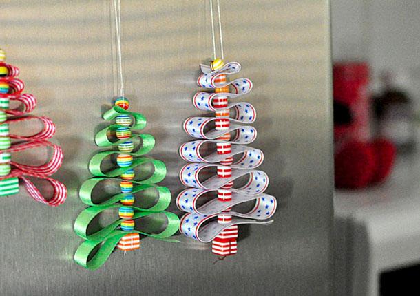 Новогодние игрушки ручной работы - елка из лент