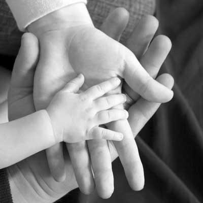 D:\обои\36027FP_family-hands.jpg