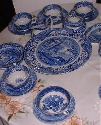 Один из первых экспонатов. Образцовый чайный стол