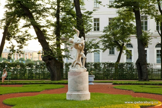 http://www.ipetersburg.ru/content/images/user/462/2175/b_47dd9a9ac7664bcf916ac18d49132567.jpg