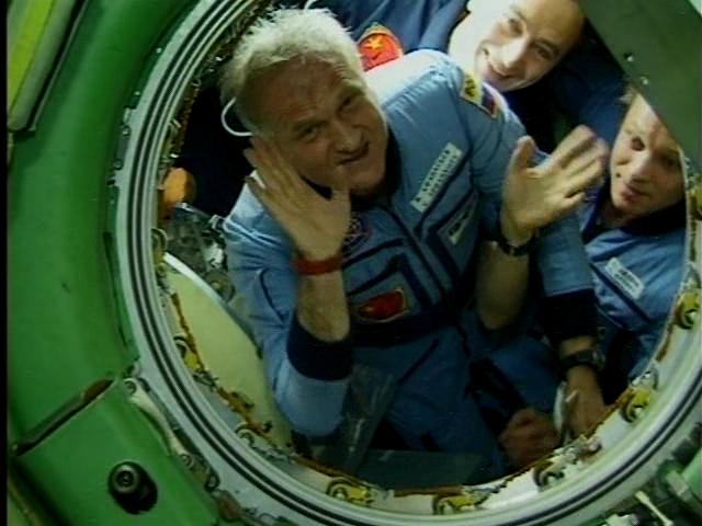 http://astronomy.net.ua/uploads/posts/2010-08/1283196257_chetyre.poleta.v.kosmos.viktora.afanaseva_3.jpg