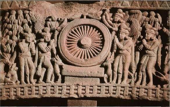 Колесо Дхармы на барельефе из буддийского святилища Санчи в Индии - символ ступеней духовного совершенствования (11-1 вв. до н. э.)