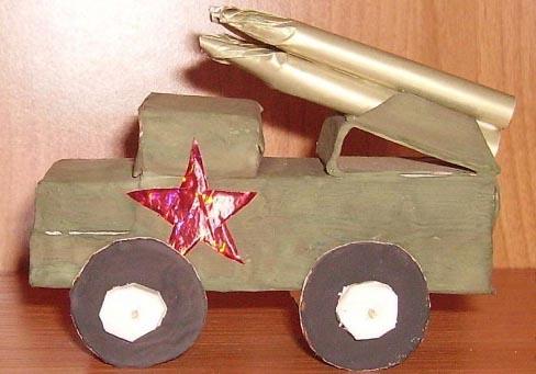 Поделки на 23 февраля дома и в детском саду военная техника