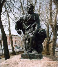 Рыбинск. Волжская набережная. Памятник бурлаку.