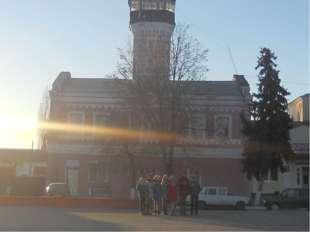 7. На западной стороне центра города была построена пожарная часть с восьмигр