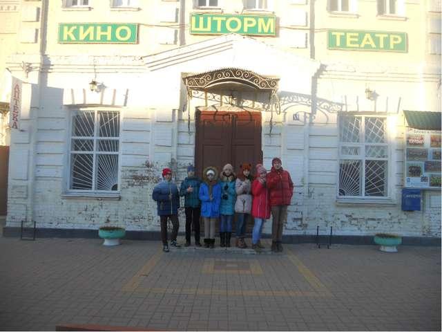 Ответ : Местонахождение: ул. Шолохова, 13 1900 г. Расположен в центре, на пе...