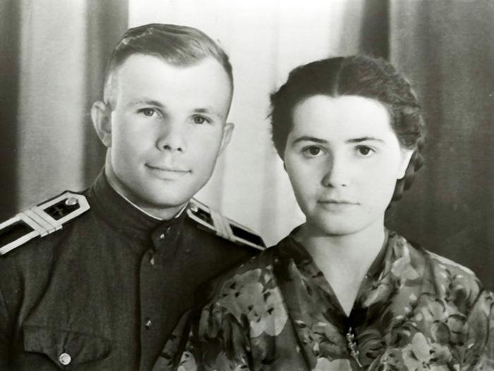 D:\мама Ира\СТЕНД\КОСМОС\Гагарин 1\жена.jpg