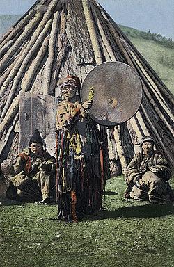 https://upload.wikimedia.org/wikipedia/commons/thumb/2/2d/SB_-_Altay_shaman_with_drum.jpg/250px-SB_-_Altay_shaman_with_drum.jpg