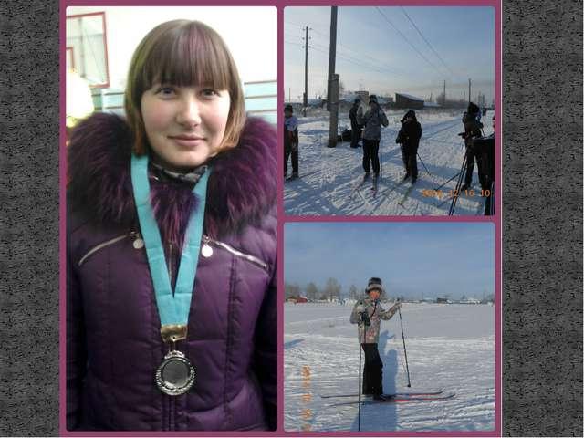 Лыжня зовет!!! Учитея вместе с детьми ходят на лыжах и весело первыми катятся...