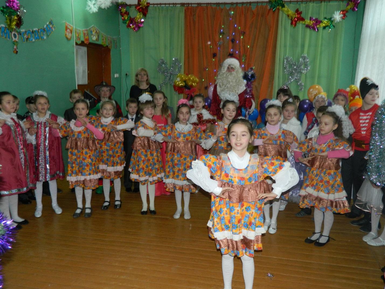 Сценарии для школьных новогодних праздников 8 кл