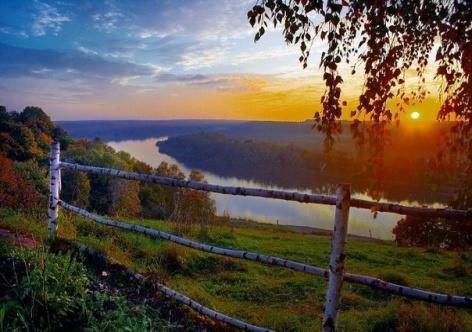 Закат над рекой, Россия. Путешествия и туризм