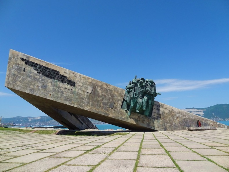 http://vetert.ru/rossiya/novorossijsk/sights/458-memorial-muzej-malaya-zemlya/03.jpg