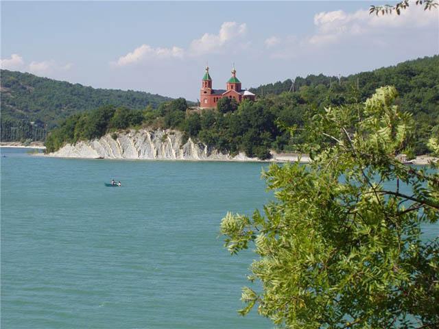 http://travel-wiki.ru/images/articles/397/abrau-durso1.jpg