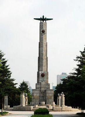 http://upload.wikimedia.org/wikipedia/commons/7/75/Soviet_martyr_monument_of_Changchun.jpg