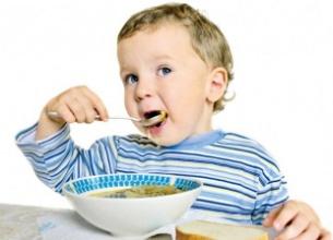Приучаем малыша правильно кушать
