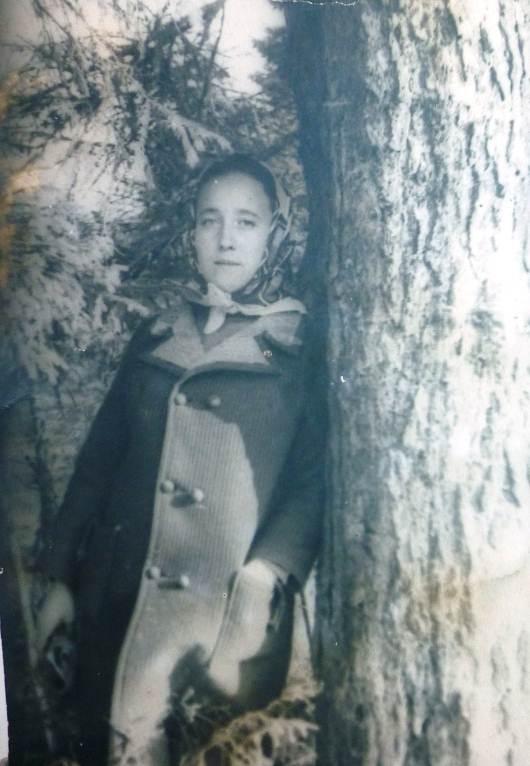 Описание: D:\семейные фотографии\старые мамины фото\учля.JPG