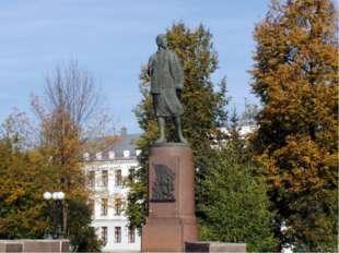 Митичкин Иван Алексеевич родился 23 июля 1923 года. С 1942 года защищал Родин
