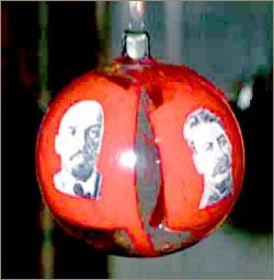 Шарик на елку с портретами Ленина и Сталина