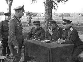 https://upload.wikimedia.org/wikipedia/commons/thumb/0/05/1944_kapitulation_witebsk_vasilevsky_chernyakovski_gollwitzer.jpg/270px-1944_kapitulation_witebsk_vasilevsky_chernyakovski_gollwitzer.jpg