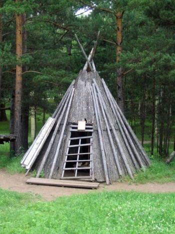 http://www.ljplus.ru/img4/e/t/ethno_photo/Evenkshome.jpg