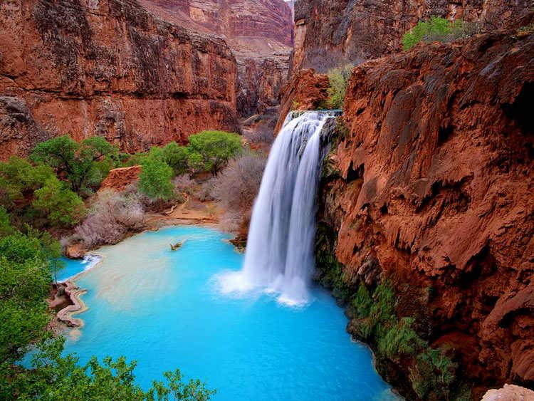 Водопад Хавасу-Фолс в Гранд-Каньоне