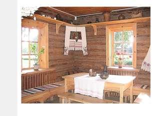На полках вдоль стен располагалась нехитрая крестьянская посуда: горшки, ков