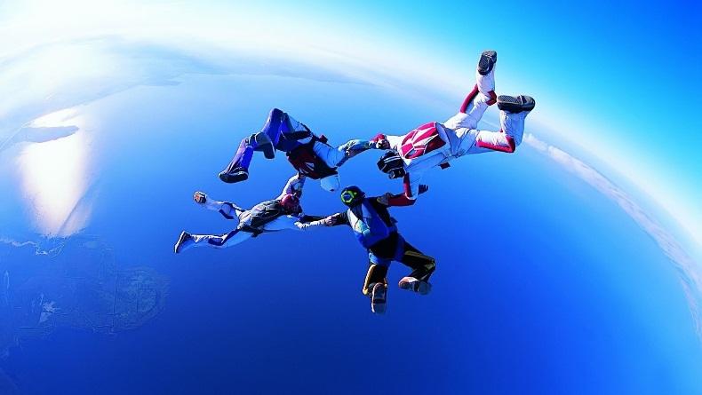 C:\Users\админ\Desktop\flying-people-1920-1080-6015.jpg