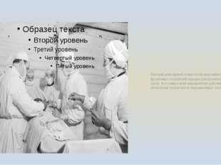 Рабочий день врачей и медсестёр медсанбатов и фронтовых госпиталей нередко дл