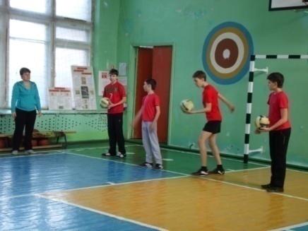 C:\Documents and Settings\user\Рабочий стол\ФОТО\Открытый урок 7-А класс волейбол\SAM_0061.JPG