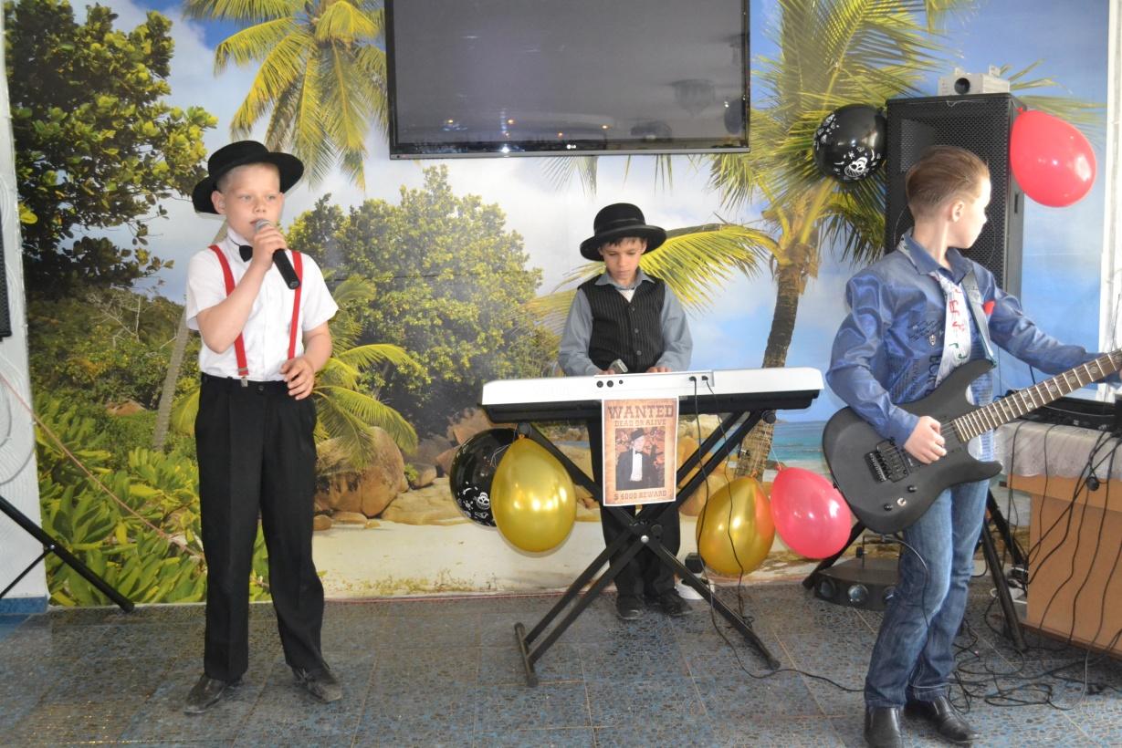 D:\Фотографии\День рождения Антоши 9 лет Ганстерская вечеринка\DSC_0374.JPG
