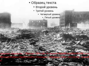 Дым над руинами Хиросимы, 7 августа 1945 года. В момент взрыва погибло 80 00