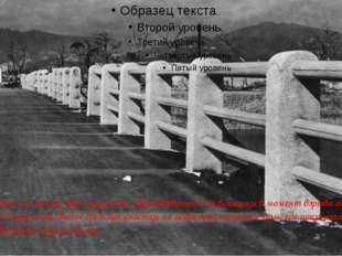 """""""Вечные тени"""" на мосту через реку Ота, образовавшиеся от вспышки в момент вз"""