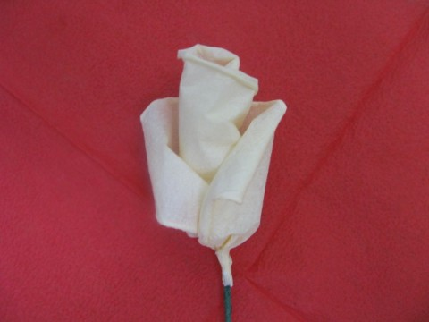 Бутон розы из салфеток своими руками