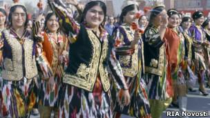 Таджикистан: дресс-код для учителей вызывает споры - Рамблер-Новости