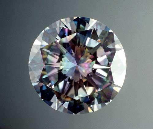 Огранённый алмаз.