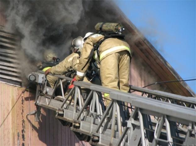 В Судаке 3 отделения пожарных и 5 водовозок более 2 часов тушили пожар в жилом доме Происшествия Новости от Еженедельника 2000