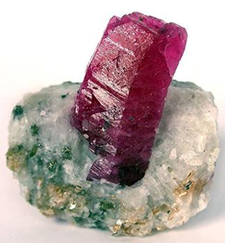 Натуральный кристалл рубина