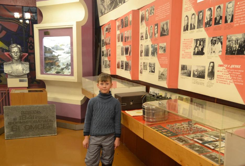 C:\Documents and Settings\Миша\ПРОЕКТЫ\РАБОТА О ДЕДУШКЕ\фото из музея\архив+музей\зал боевой славы2.jpg
