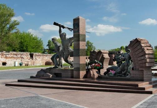 Памятник героям-пограничникам Брестской крепости
