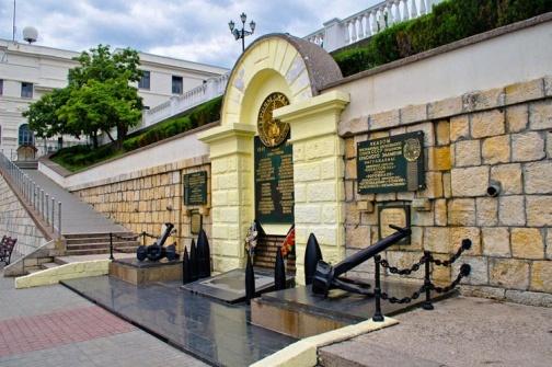 Город герой Севастополь. Памятник героям Черноморской эскадры на Приморском бульваре